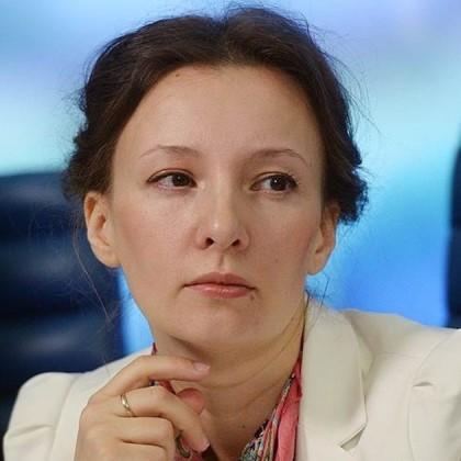 Анна Кузнецова предложила детям самим решать, с каким цветом волос они хотят ходить в школу